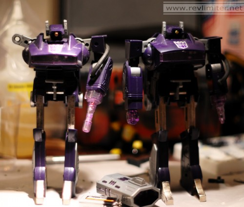G1 on left, soulless knockoff on right.