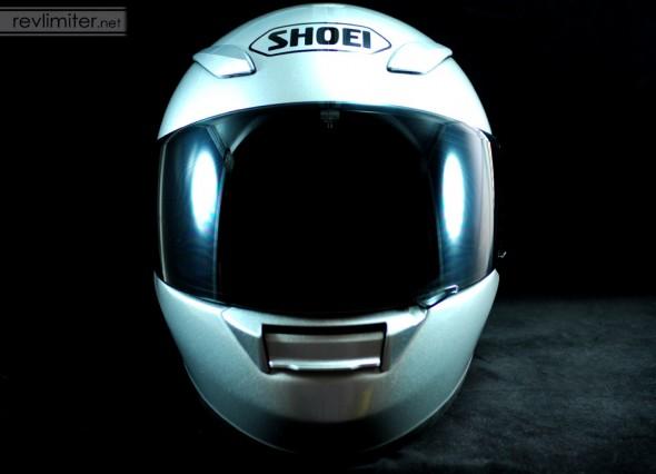 Shoei RF-1100 in silver.